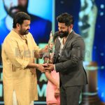 Mohanlal and Vikram at Asianet Film Awards 2016